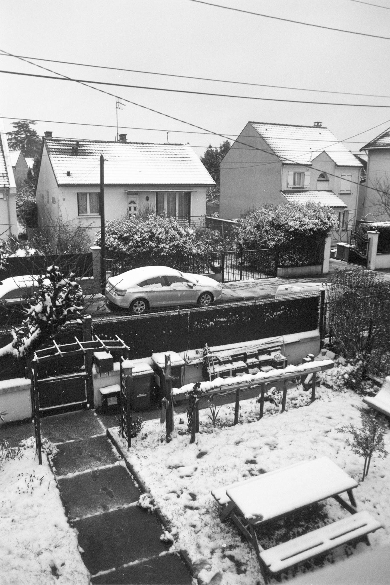 Photographie d'une ville enneigée